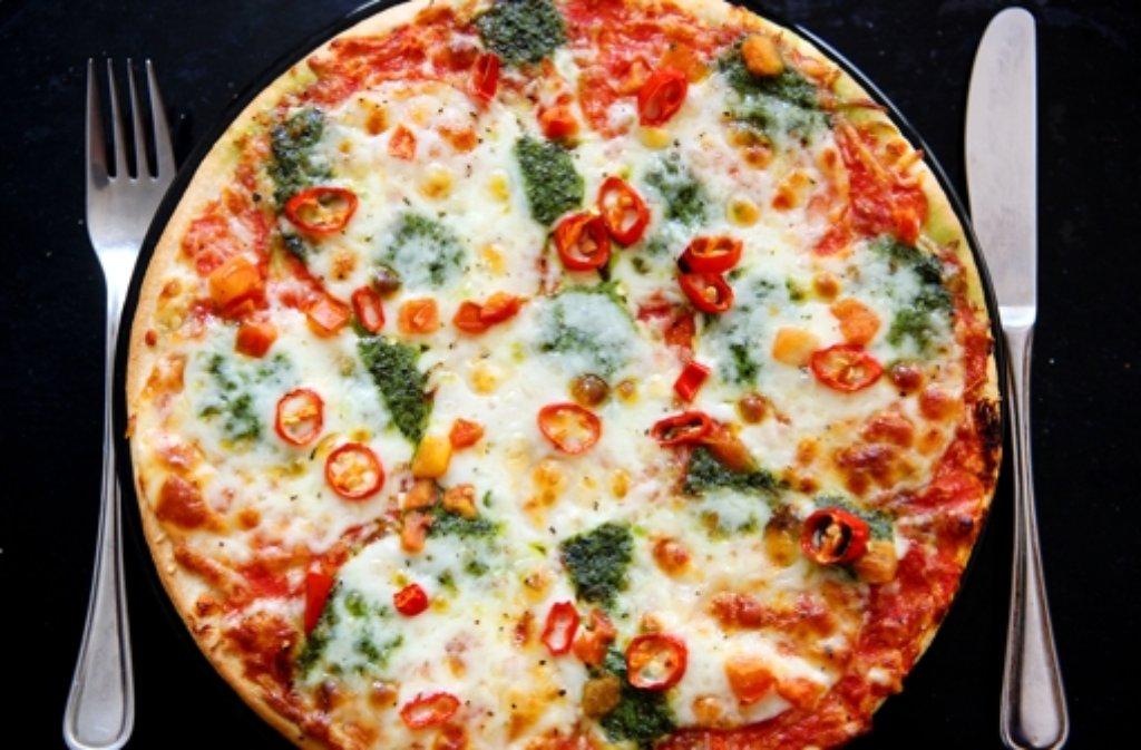 Auch eine Pizza kann gesund zubereitet werden. Foto: dpa