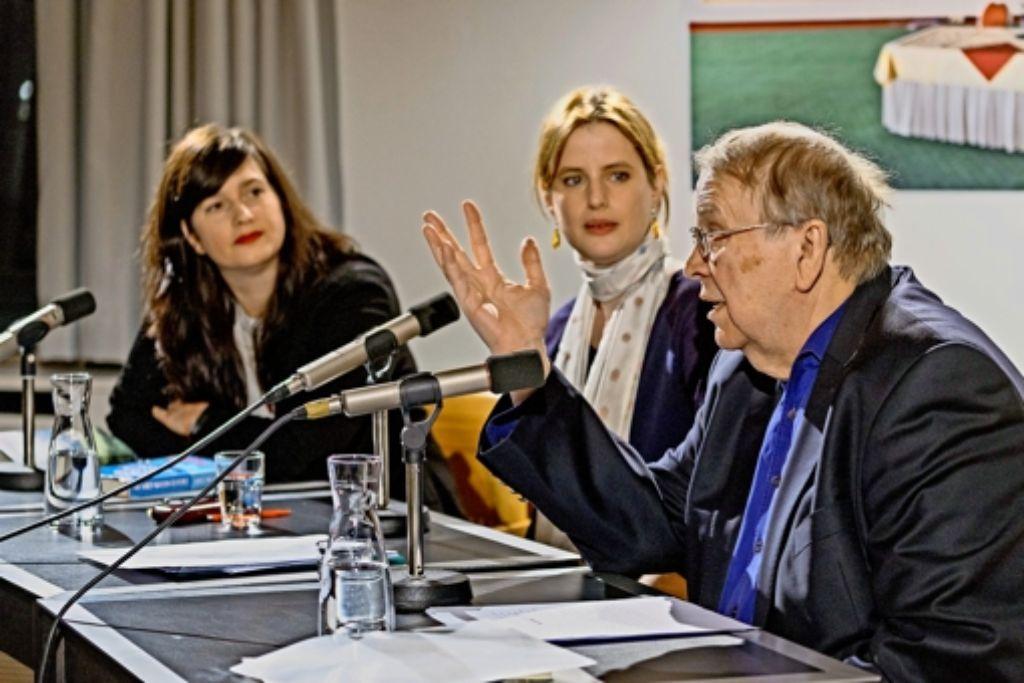 Experten der Niederlage:  die Autoren   Karen Köhler und Wilhelm Genazino umrahmen die Moderatorin  Insa Wilke. Foto: factum/Weise