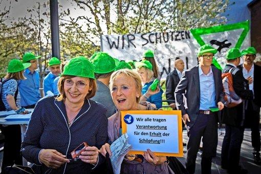 Mit grünen Kappen haben Bürger in Weilimdorf am Mittwoch protestiert.. Foto: LG/Zweygarth