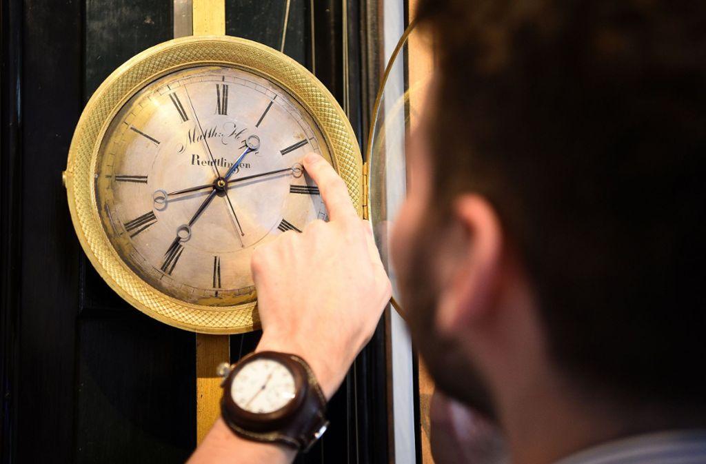 In der Nacht auf Sonntag werden die Uhren um eine Stunde vorgestellt. Foto: dpa