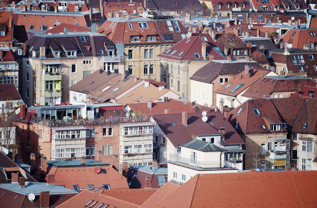 Hausdächer in Stuttgart:Die Coronakrise trifft  den Wohnungsmarkt in ganz Deutschland. Foto: dpa/Marijan Murat