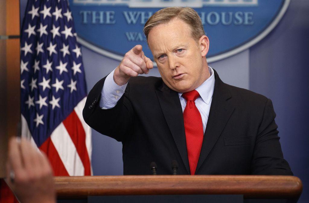 """Obwohl er die Presse bereits belogen hatte, sieht sich Pressesprecher Sean Spicer immer noch der Wahrheit verpflichtet: """"Es ist unsere Absicht, Sie nie anzulügen."""" Foto: AP"""