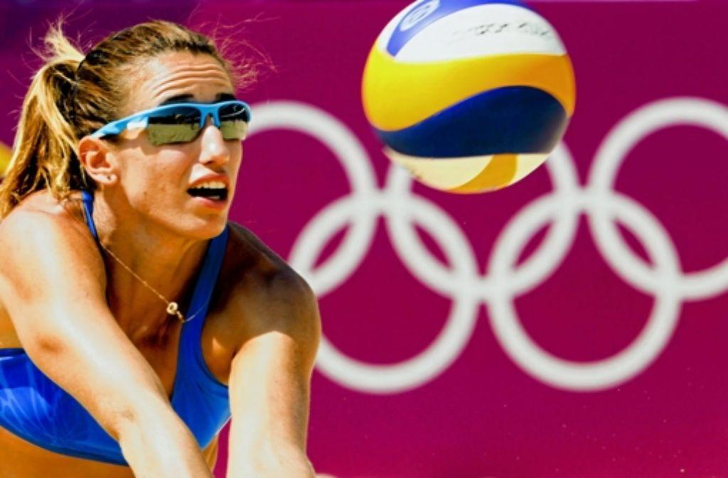 Eine von nur 100 Olympiateilnehmern: die Beachvolleyballerin Vasiliki Millousi Foto: EPA