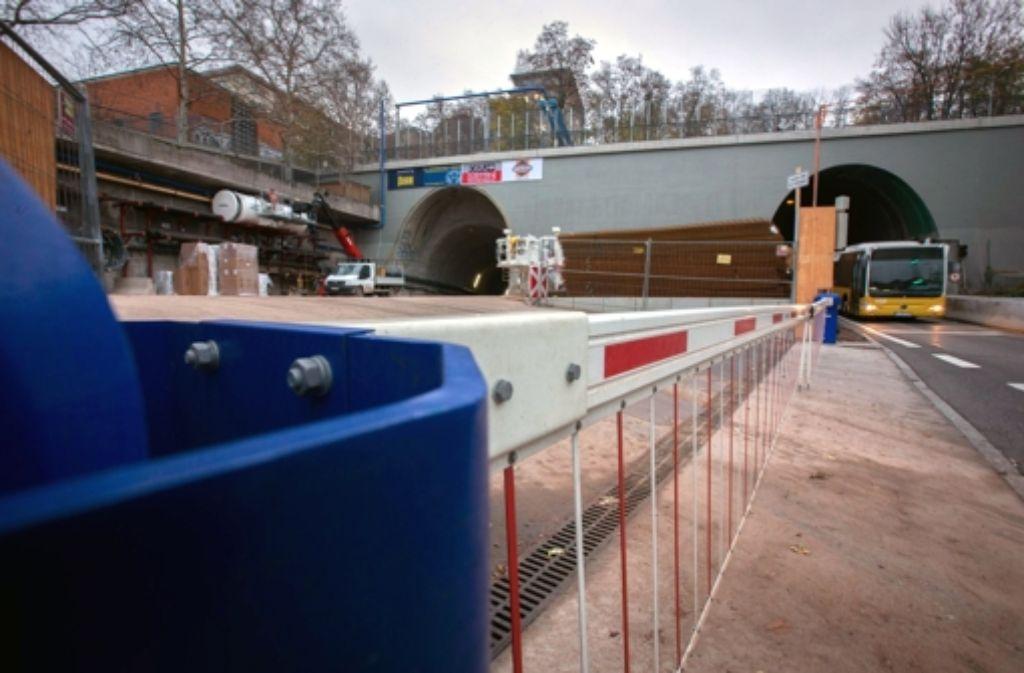 Beim Tunnelvortrieb kann es nach der Einigung mit der Landeswasserversorgung vom Mittwoch wieder weitergehen. Einige weitere Eindrücke von der Baustelle zeigen wir in der folgenden Bilderstrecke. Foto: Michael Steinert