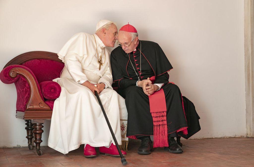 In Hochform: Anthony Hopkins (li.) und Jonathan Pryce als scheidender und künftiger Papst Foto: Netflix/Peter Mountain