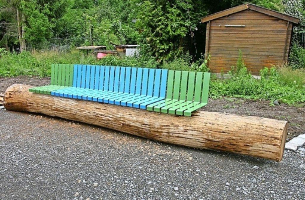 Neben die von Harald Marquardt gestalteten Sitzbänke sollen in Kürze sogenannte Baumbibliotheken kommen. Foto: privat