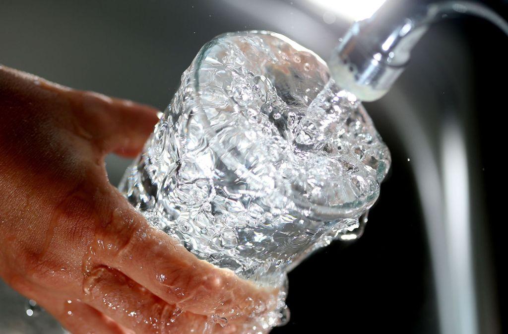 In Deutschland und der EU ist die Qualität des Leitungswassers nach Angaben der EU-Kommission überwiegend sehr gut. Foto: dpa