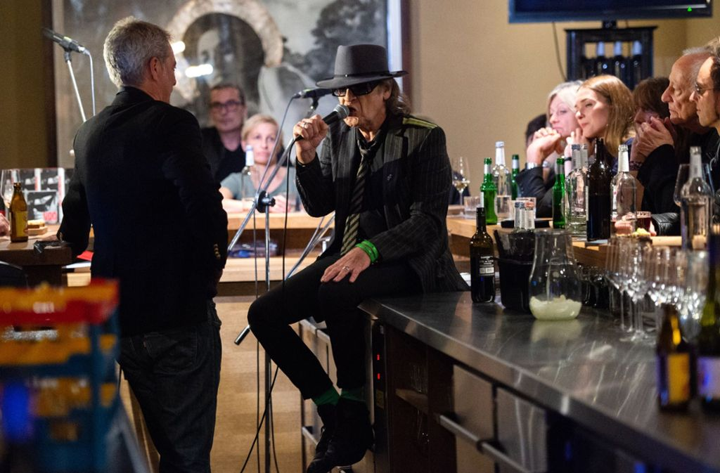 Udo Lindenberg bei der Lesung seiner Biografie in der Berliner Eckkneipe Freundschaft. Foto: dpa