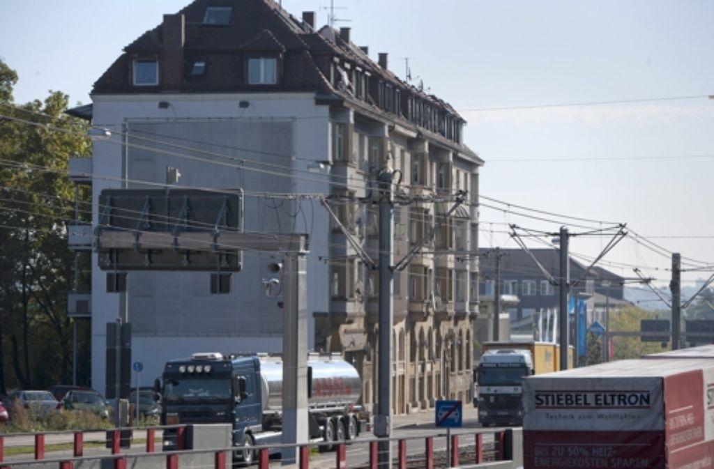 In der Pragstraße könnte die Verkehrsbelastung durch den Tunnel noch steigen. Foto: Steinert