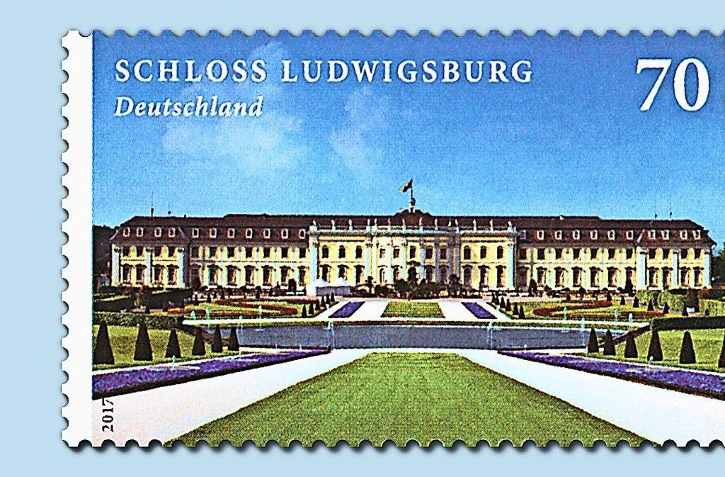 Ein strahlend blauer Himmel über dem Briefmarkenschloss Foto: Deutsche Post