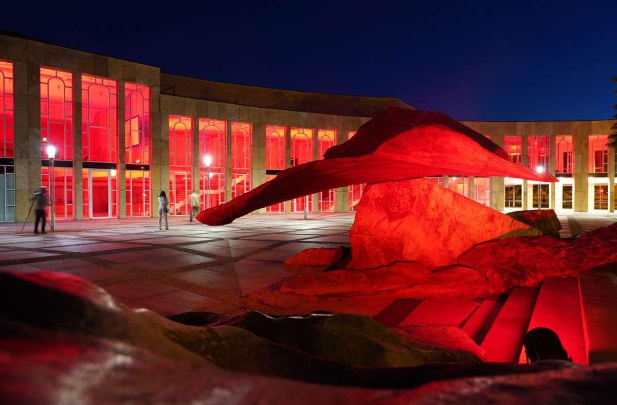 Das Forum am Schlosspark leuchtete in der Nacht auf Dienstag. Foto: Andreas Rosar Fotoagentur