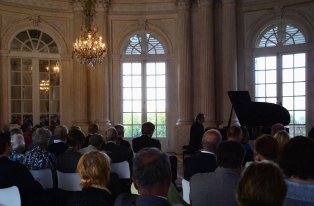 Tilman Krämer entlockte seinem Flügel Melodiegirlanden, die das Publikum begeisterten. Foto: Gabriele Metsker