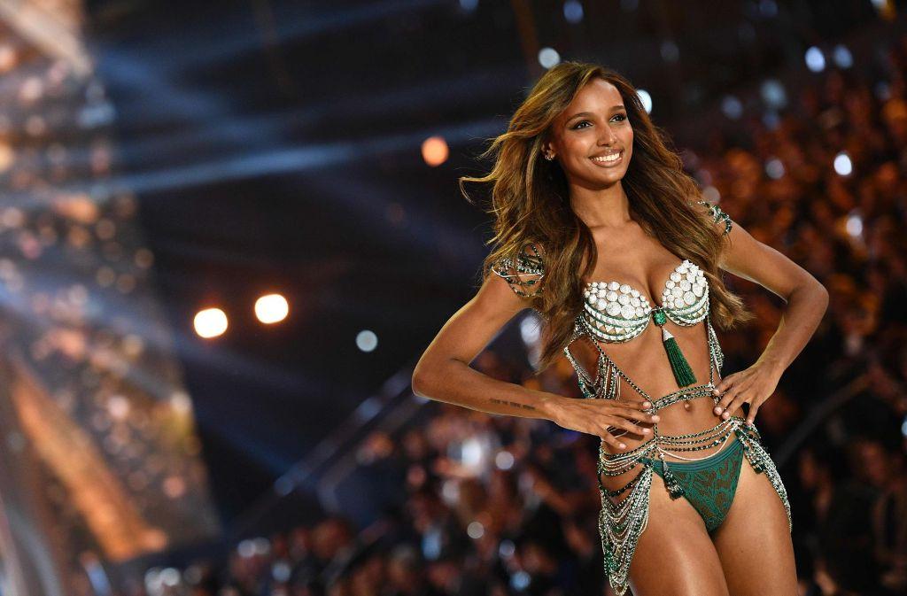 Der BH, den Jasmine Tookes trägt, kostet drei Millionen US-Dollar. Foto: AFP