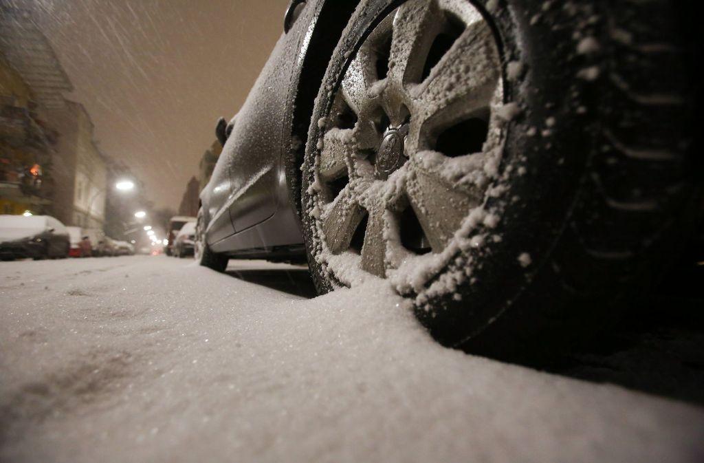 Mit diesen Tipps kommen Autofahrer auch im Winter sicher an. (Symbolbild). Foto: dpa