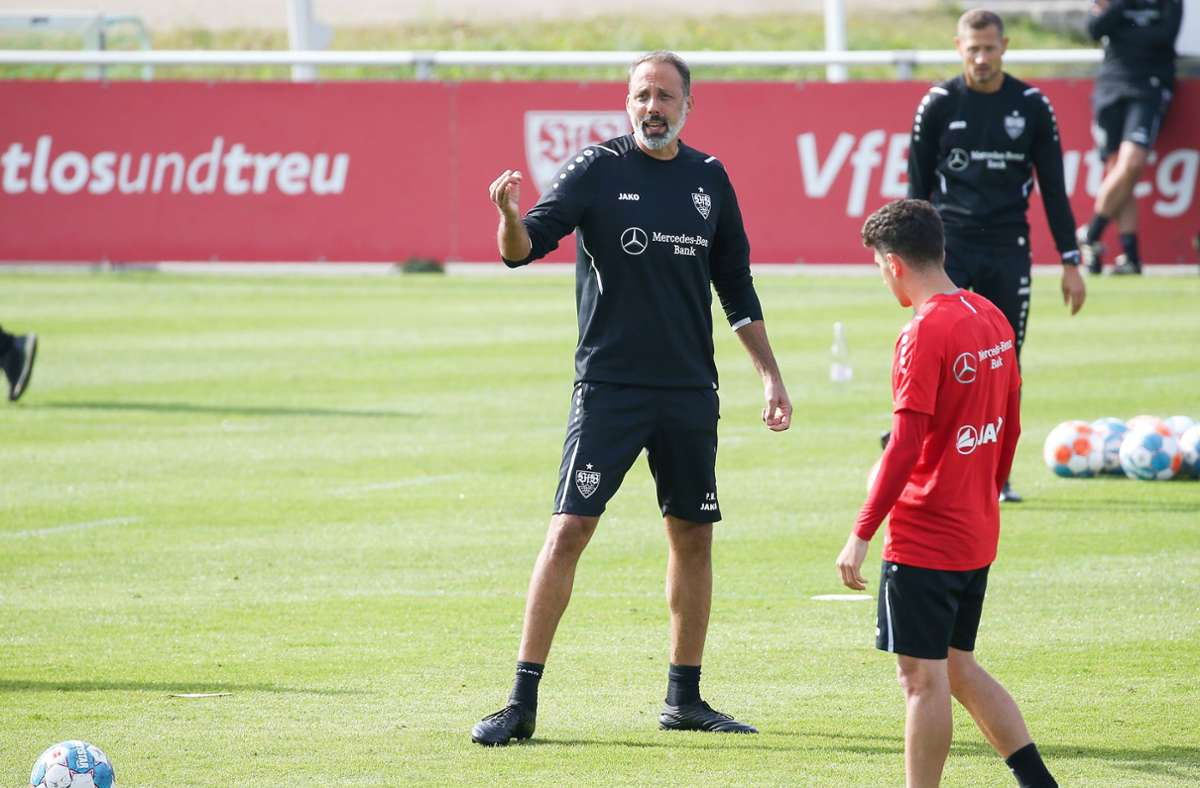 Trainer Pellegrino Matarazzo hatte am Dienstagmorgen mit seiner Mannschaft das eine oder andere Thema zu besprechen. Foto: Pressefoto Baumann