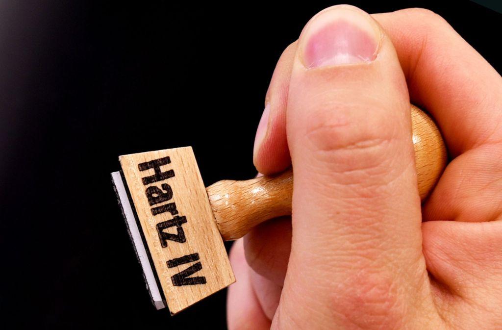 Wer zu unrecht Hartz IV bekommt, begeht eine Straftat. Die Ermittlungen der Behörden sind allerdings schwierig. Foto: dpa