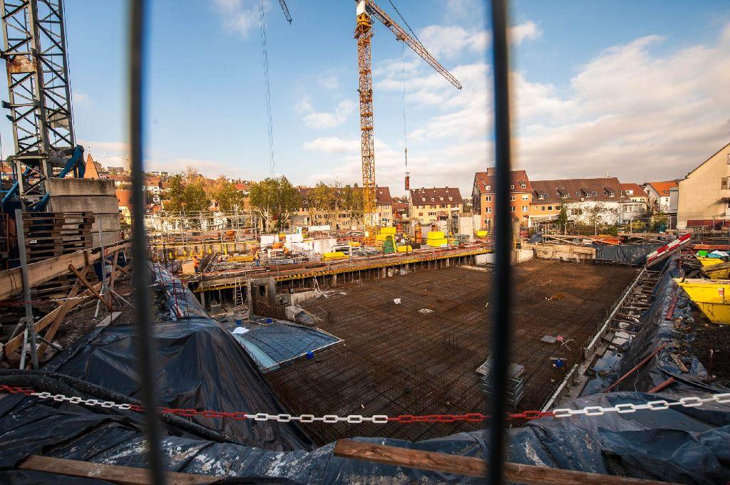 Regelmäßig fotografieren wir die Großbaustellen in Stuttgart - und dieses Mal haben wir der neuen Ortsmitte in Stuttgart-Botnang mit der Kamera einen Besuch abgestattet. Klicken Sie sich durch! Foto: www.7aktuell.de | Florian Gerlach