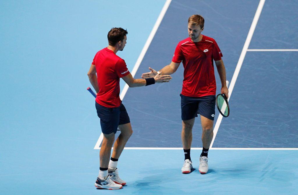 Knapper Sieg zum Auftakt für Kevin Krawietz (rechts) und Andreas Mies Foto: AFP/ADRIAN DENNIS