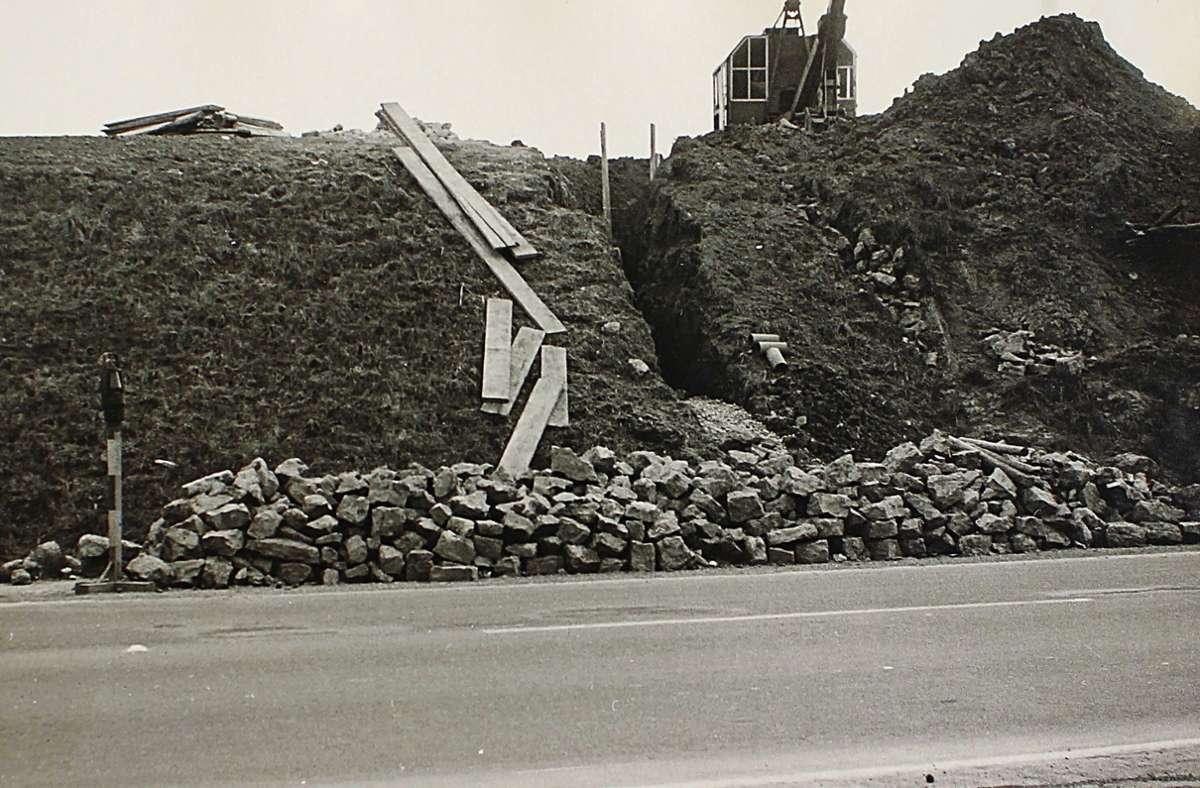 1955 wurde an der Mittleren Filderstraße ein Drainagesystem gebaut, damit die Straße bei Starkregen nicht mit Schlamm von den Feldern überschwemmt wird. Foto: privat/Karl Kästle