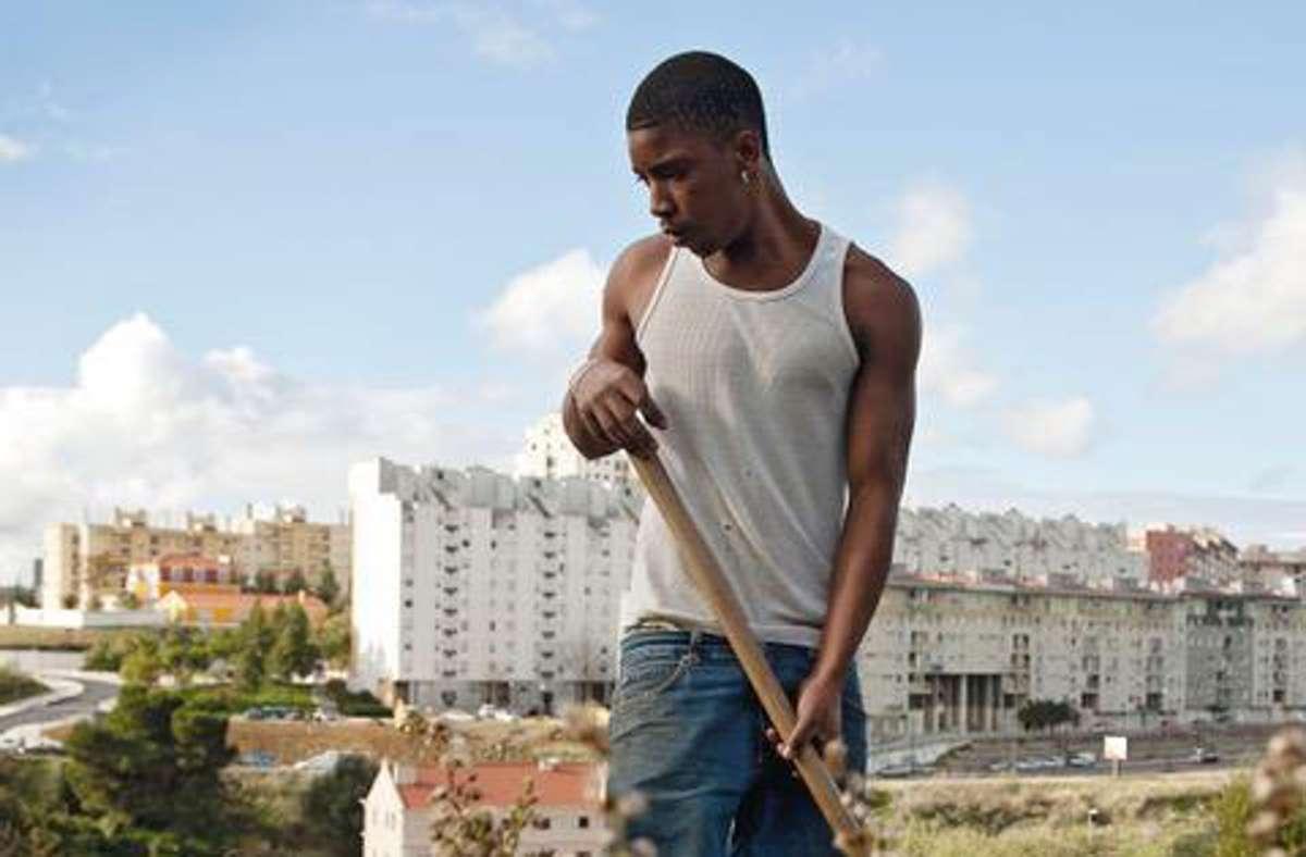 Ein junger Einwanderer bei der Arbeit in einem Neubauviertel. Welchen Traum träumt er? Foto: Helena Schätzle & Lioba Keuck/vhs-photogalerie