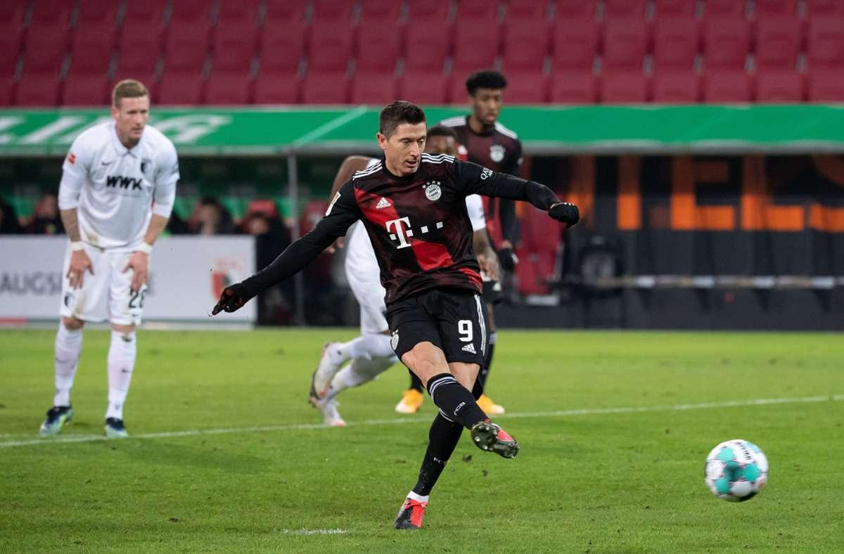Robert Lewandowski verwandelte einen Elfmeter für die Bayern um 1:0-Endstand. Foto: dpa/Sven Hoppe