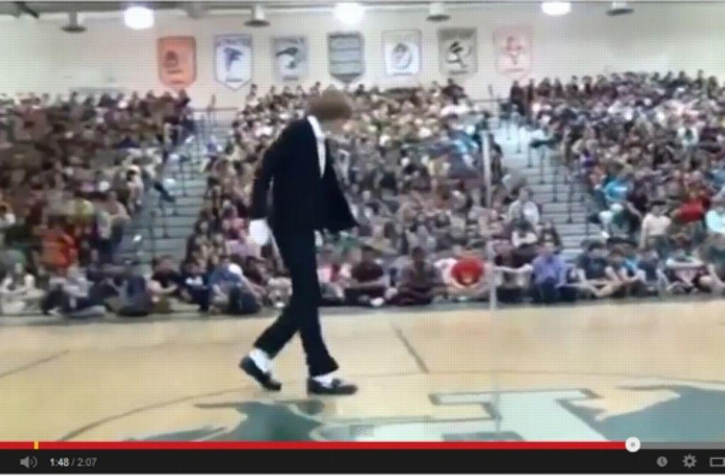 Ein Rotschopf macht auf Michael Jackson: Brett Nichols begeistert mit seiner Tanzeinlage das Internet. Foto: Youtube (Screenshot)