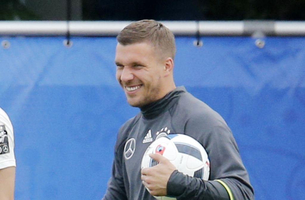 Die Fußball-EM ist für Lukas Podolski bisher durchaus amüsant verlaufen. Foto: AP