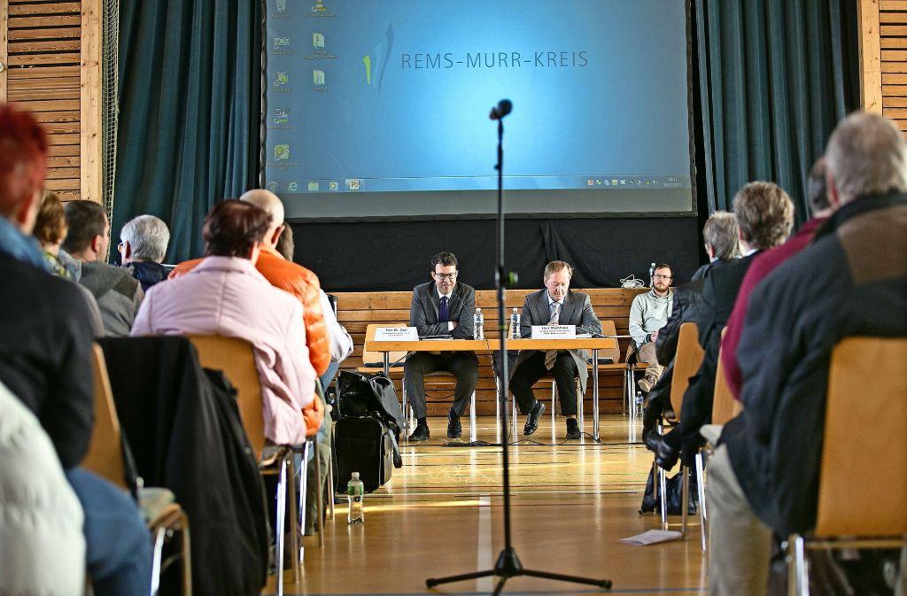 Zwischen 50 und 100 Besucher waren Dauergäste bei der Erörterung für den Winkraftstandort GP03 in Oberberken. Foto: Horst Rudel