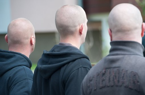 Kahlrasierte Glatzen: Neonazis suchen ihren Nachwuchs in Vereinen aus. Foto: dpa