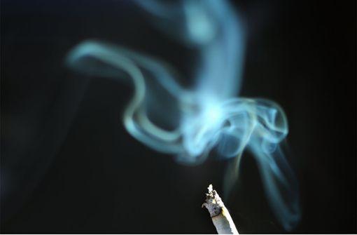 Auto aufgebrochen: Dieb raucht im Pkw