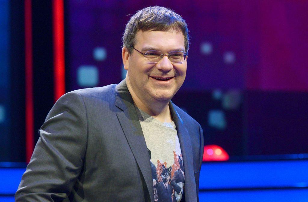 Elton moderiert die neue Show. Foto: Henning Kaiser/dpa