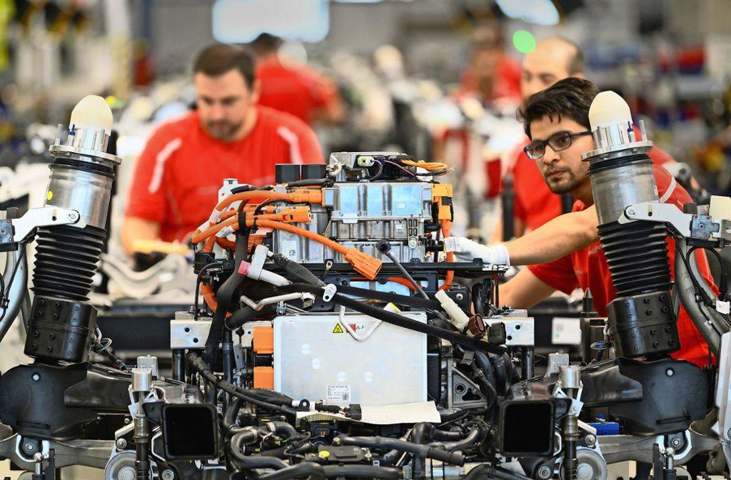 Der Taycan wird in Zuffenhausen gefertigt. Teile für den Sportwagen könnten irgendwann aus Schwieberdingen kommen. Foto: dpa/Gollnow