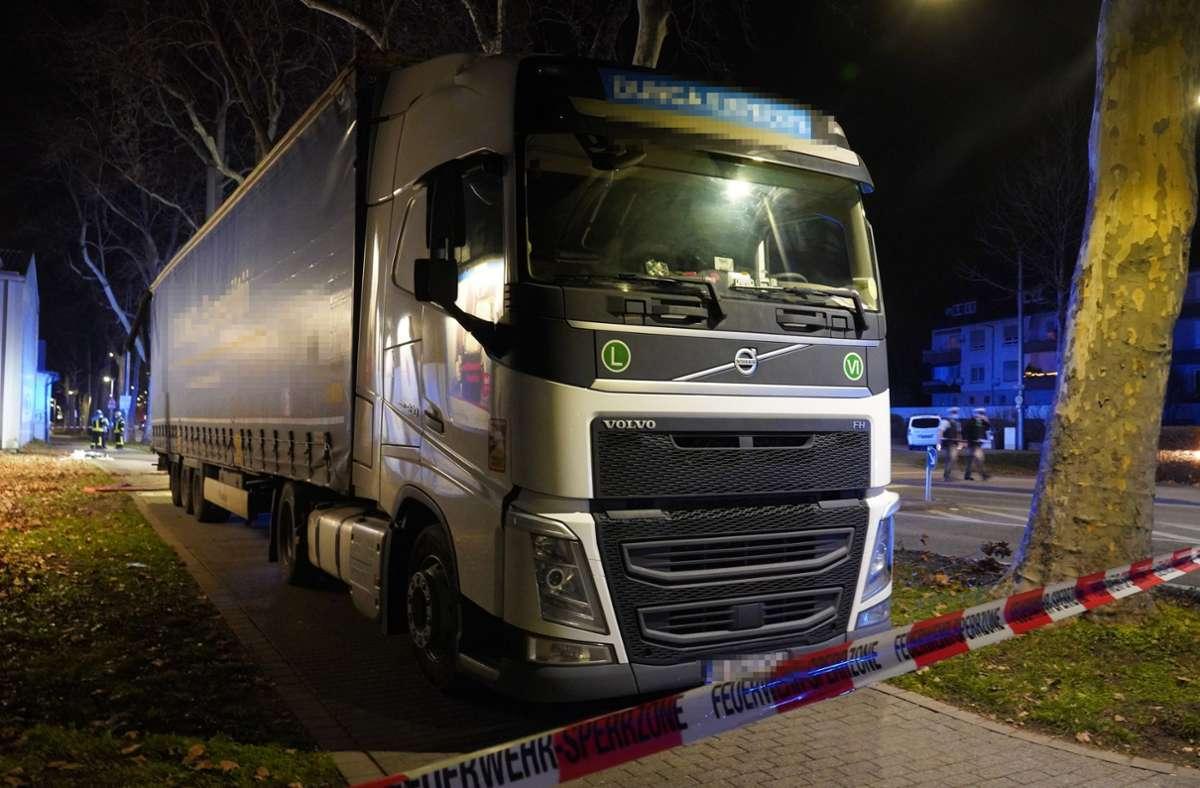 Ein Lkw-Fahrer verursachte einen Unfall in Stuttgart. Foto: Andreas Rosar Fotoagentur-Stuttg