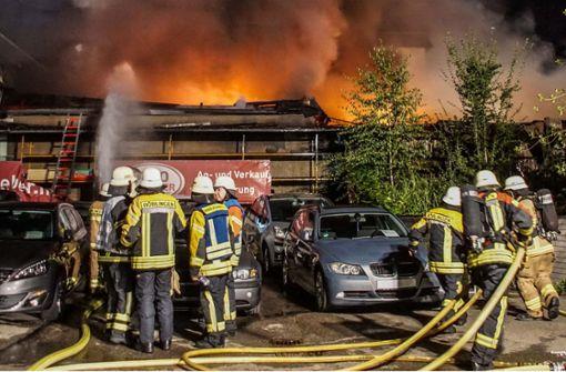Feuer bricht in Garagenkomplex aus – 500.000 Euro Schaden