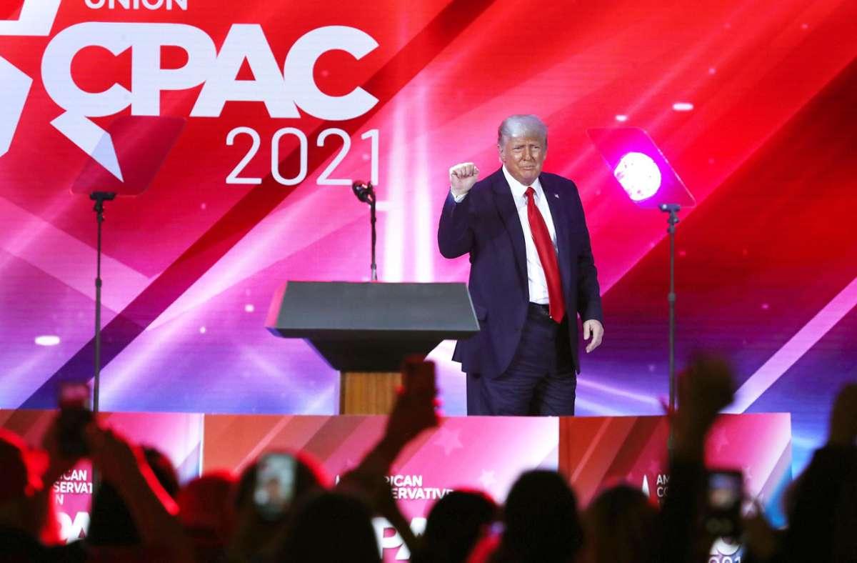 Er ist wieder da: Donald Trump gab bei CPAC seinen ersten öffentlichen Auftritt als Ex-Präsident. Foto: dpa/Stephen M. Dowell