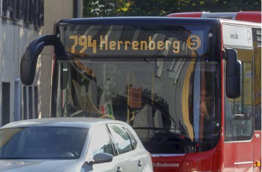 Unbekannter schlägt Busfahrer