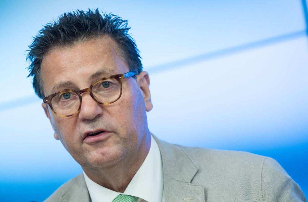 Zeigt sich besorgt über den Zustand des Waldes: Forstminister Hauk Foto: dpa