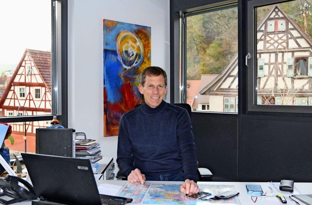 """""""Wir haben eine gute Infrastruktur"""", sagt Thomas Fritsch über """"sein"""" Mönsheim. Foto: Andreas Gorr"""
