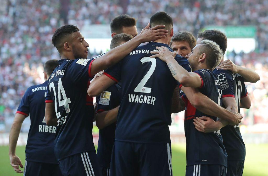 7. April 2018: Sandro Wagner trifft – und die Bayern stellen sich schon mal auf die vorzeitige Meisterfeier ein. Foto: Getty