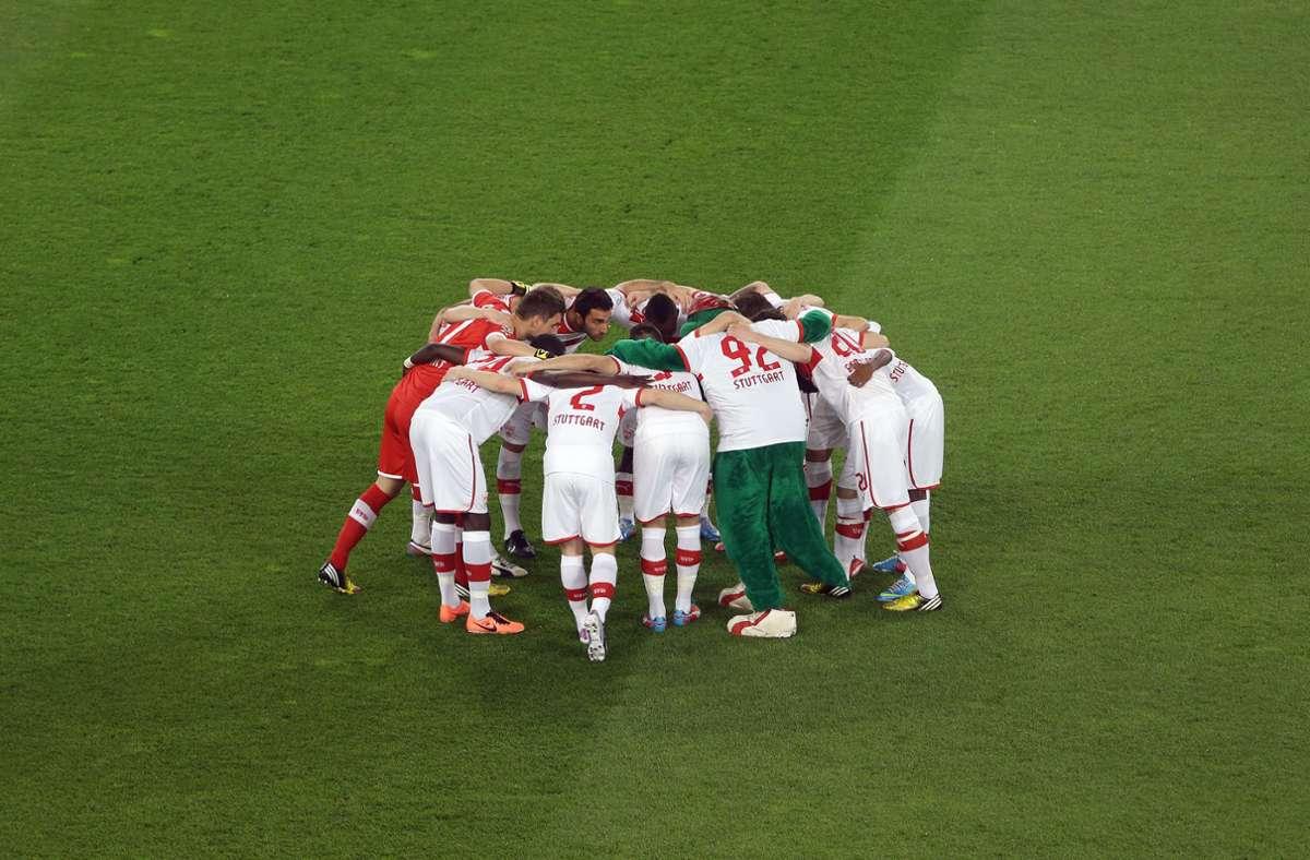 Die VfB-Mannschaft schwört sich vor dem Pokal-Halbfinale gegen den SC Freiburg ein. Foto: Baumann