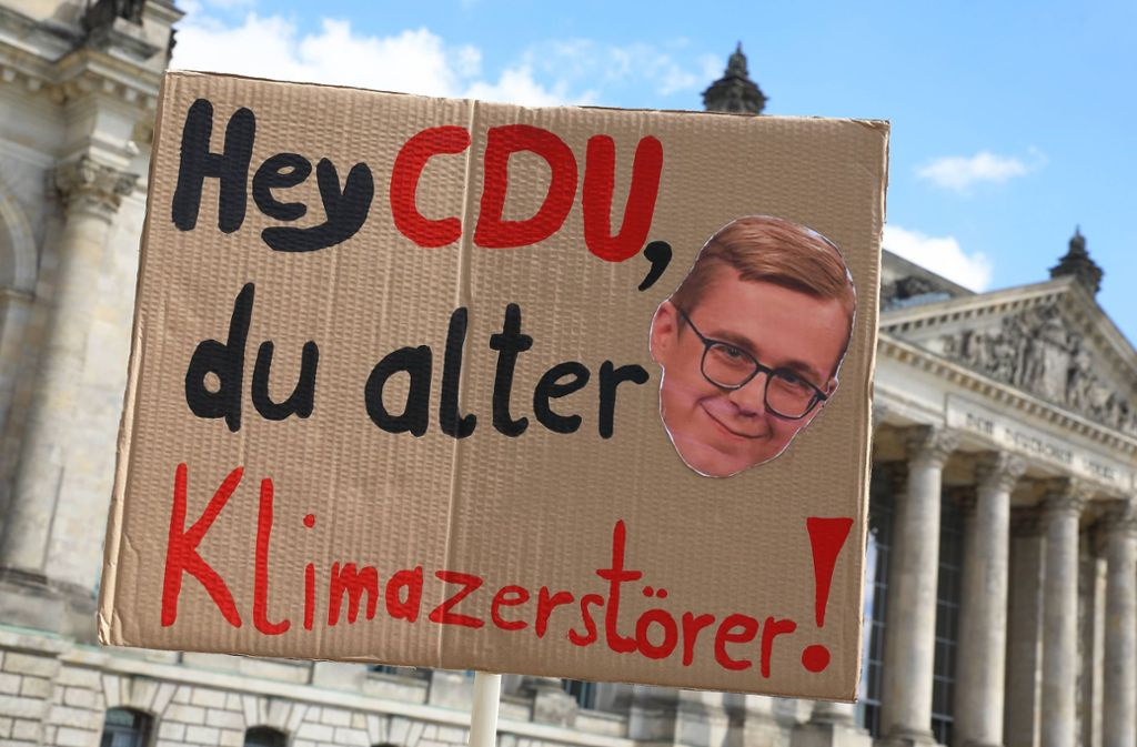 Dieses Plakat verkörpert gleich mehrere Netztrends aus dem vergangenen Jahr. Foto: imago images/Müller-Stauffenberg