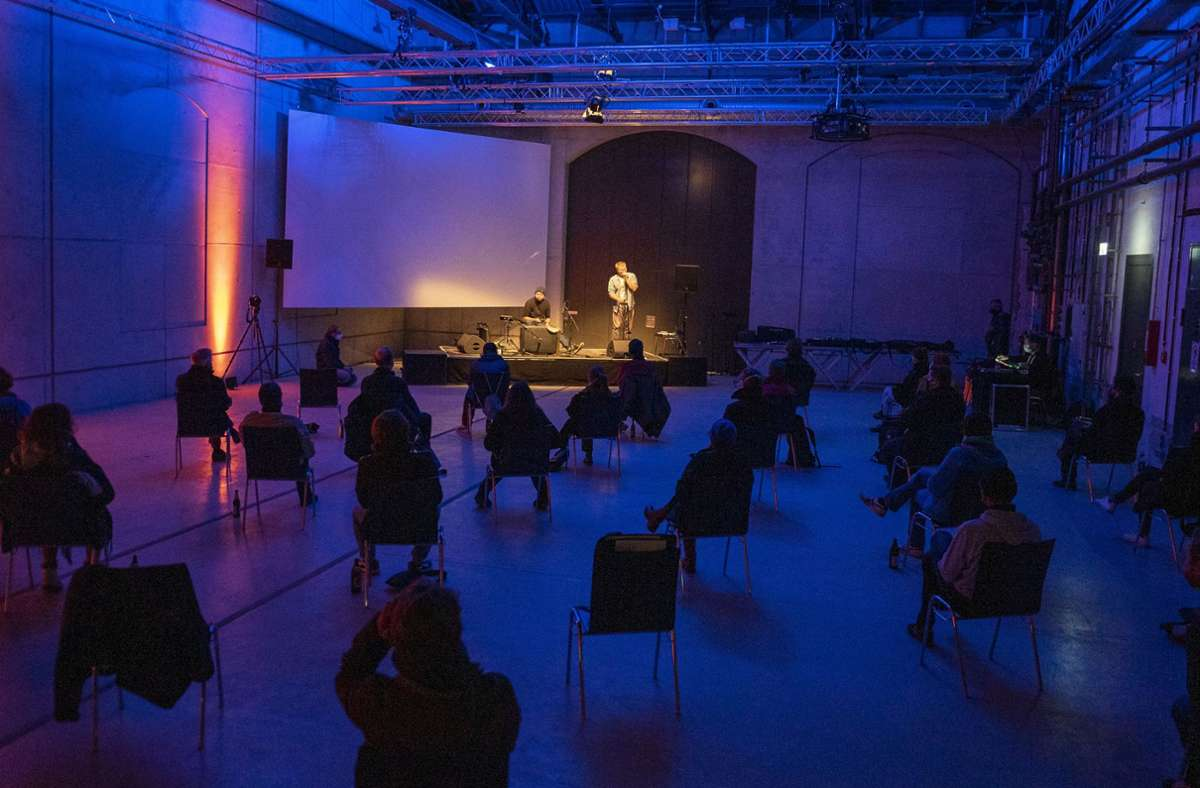 Rocket-Freudental-Konzert in Zeiten von Corona: viel Abstand unter einem sehr teuren neuen Dach. Foto: Jan Georg Plavec