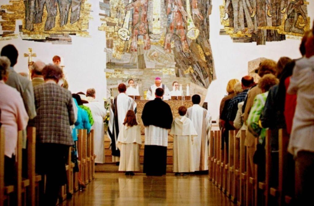 Bischof Gebhard Fürst zelebriert den Feiergottesdienst. Foto: Gottfried Stoppel