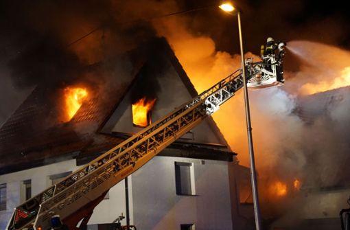 Feuer zerstört zwei Wohnhäuser in Waiblingen