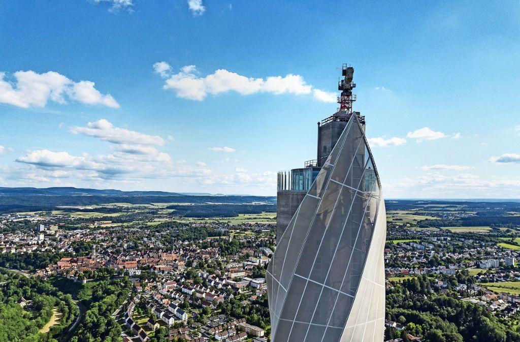 Plattform für Überflieger – der Aufzugtestturm in Rottweil. Foto: Thyssen-Krupp Elevator AG