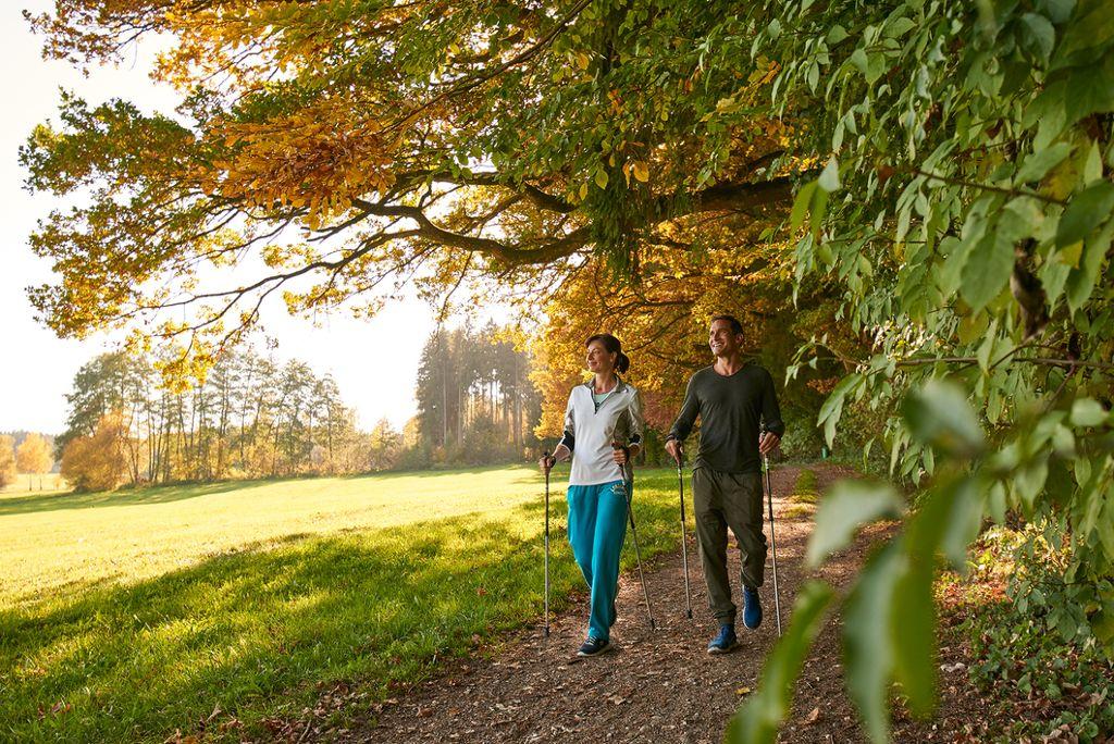 Medical Nordic Walking - Eine gelenk- und rückenschonende Sportart im Freien für jedermann  Foto: Kur- und Tourismusbetrieb Bad Wörishofen