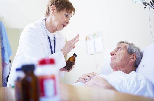 Den Patienten ist schon viel geholfen, wenn ein Arzt das Gespräch sucht. Foto: dpa