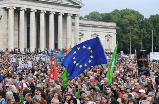"""Zehntausende wenden sich mit Slogan """"ausgehetzt"""" gegen CSU"""