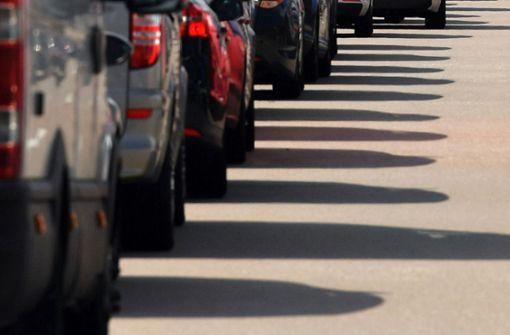 Auffahrunfall mit drei Lastwagen verursacht langen Stau