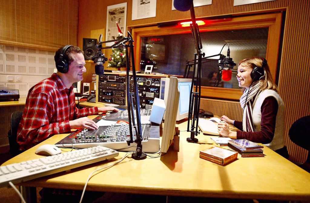 Informationen und Unterhaltung sind  gefragt wie selten – eine Szene aus einem Hörfunkstudio. Foto: imago